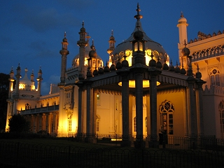 Brighton Pavilion at night